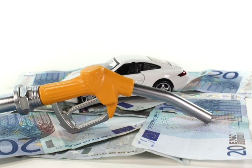 Valitsus: kuigi kütuseaktsiis tõuseb, jääb inimestel rohkem raha kätte