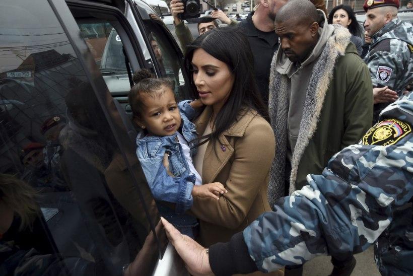 FOTOD: Kim ja Kanye lasid oma pisitütre Jeruusalemmas ristida