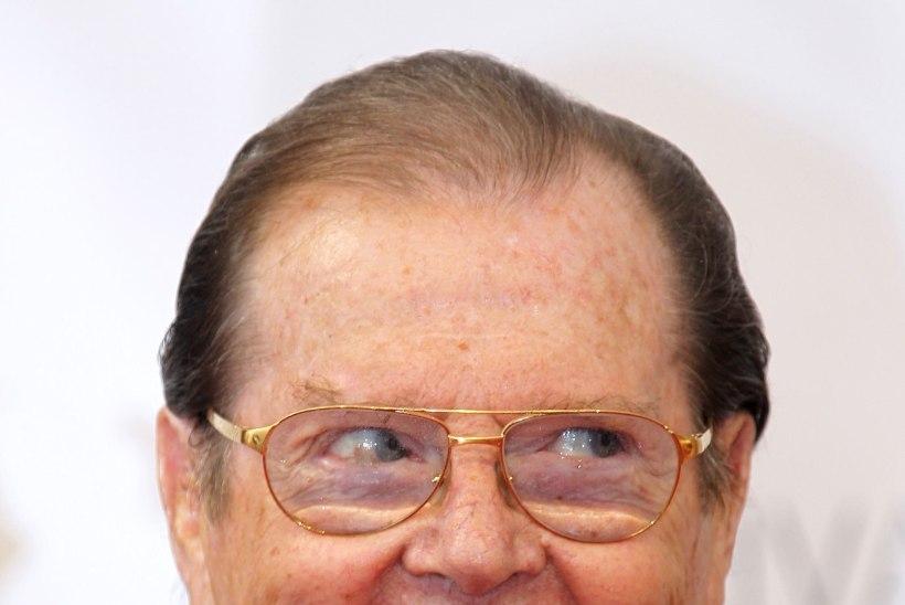 Sir Roger Moore tümitas musta Bondi?