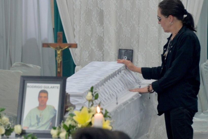 KURVAD FOTOD: Indoneesias jäeti hüvasti hukatud narkokulleritega