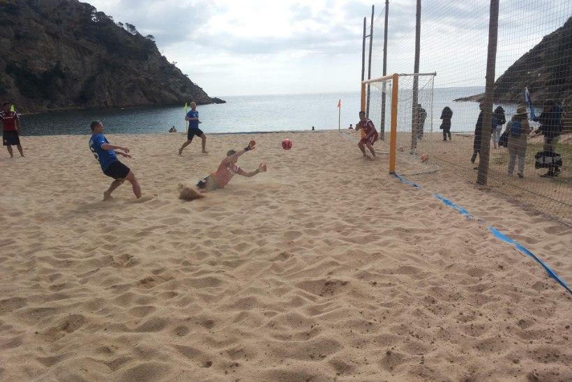 Jalgpall, liiv, soe vesi – need me sõbrad kolmekesi