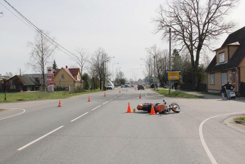 Politsei: Pärnus mootorratturiga kokku põrganud veok on tabatud!