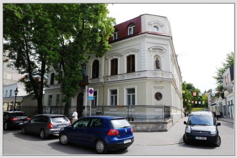 Tallinna haldusdirektor: volikogu hoone ei võimalda lihtsaid tehnilisi lahendusi erivajadusega kodanikule