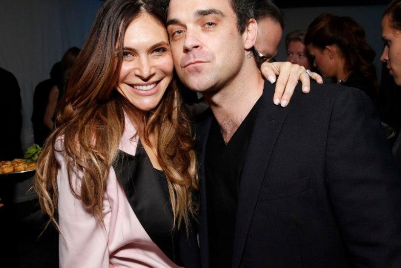 KES VÕINUKS ARVATA?! Robbie Williamsi abikaasa käinud lava taga alasti ringi ning pärinud assistendi voodielu kohta