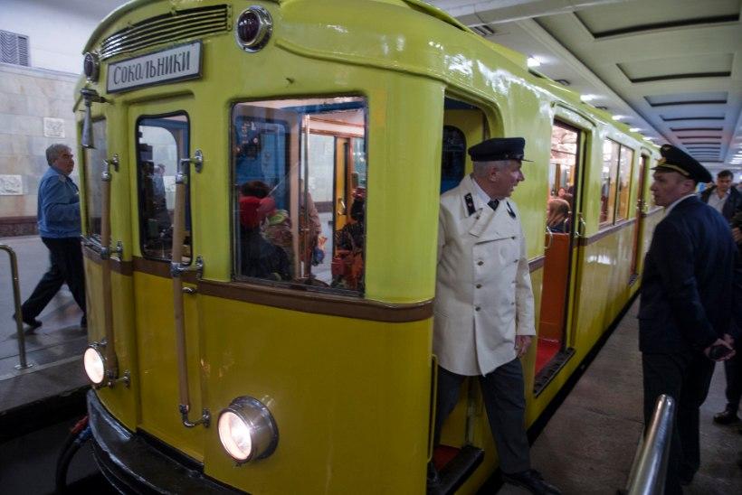 GALERII   Moskva metrool täitus 80 aastat