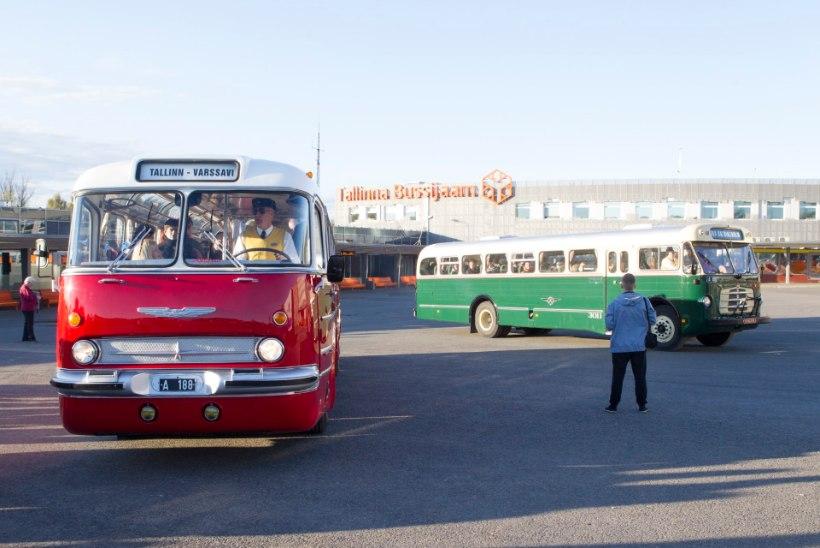 GALERII | Tallinna bussijaamas vurasid retrobussid