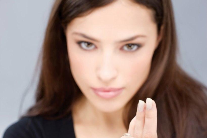 KONTAKTLÄÄTSEDE KASUTAJAD, ETTEVAATUST: Noore naise silma seadis end sisse mikroskoopiline parasiit