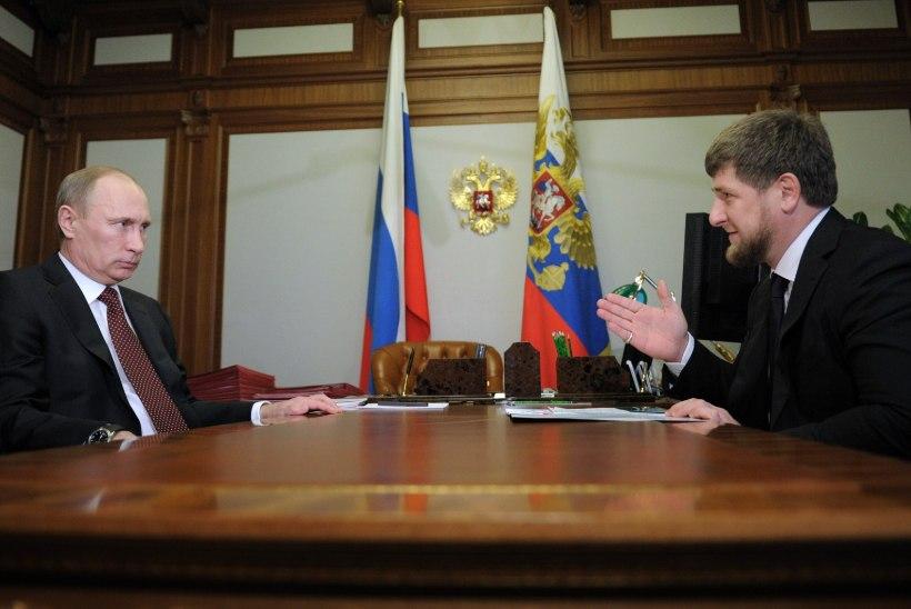 """FILM """"PEREKOND"""": Vladimir Putin peab Ramzan Kadõrovit oma pojaks"""