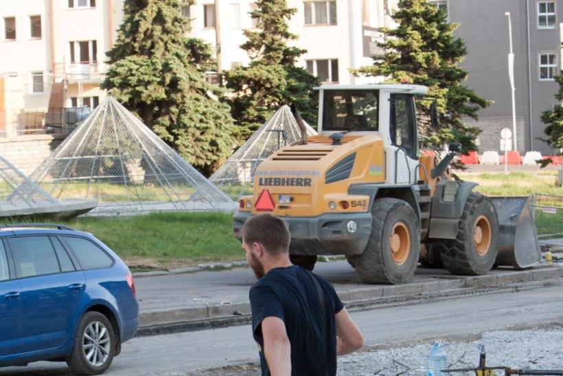 KOLM KUUD ÜMBERSÕITE: esmaspäevast suletakse liikluseks Majaka tänav ja osa Narva maanteest