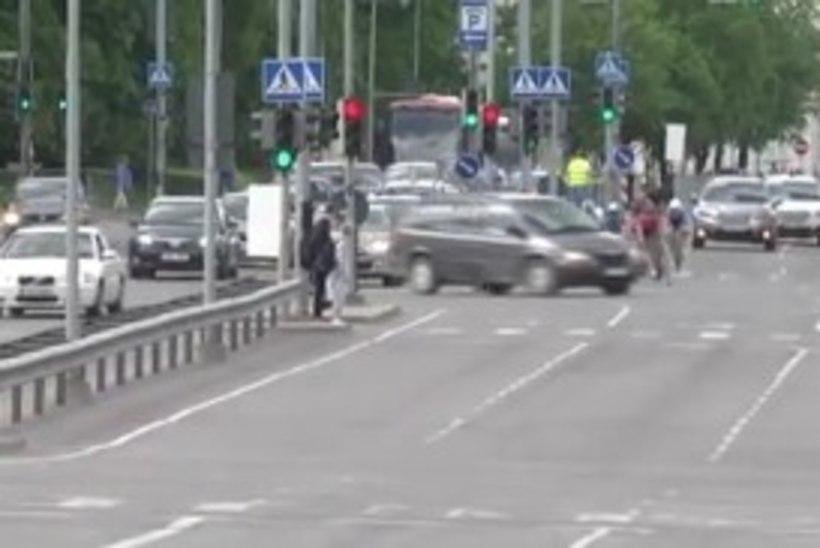 HIRMUTAV VIDEO   Autojuhi mõtlematu manööver võinuks Tallinn - Tartu GP lõpusirgel põhjustada kohutava tragöödia