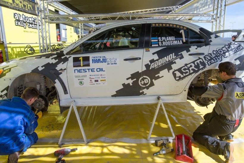 GALERII   Plangi võidetud Harju ralli viimasel kiiruskatsel kihutas auto publikusse!