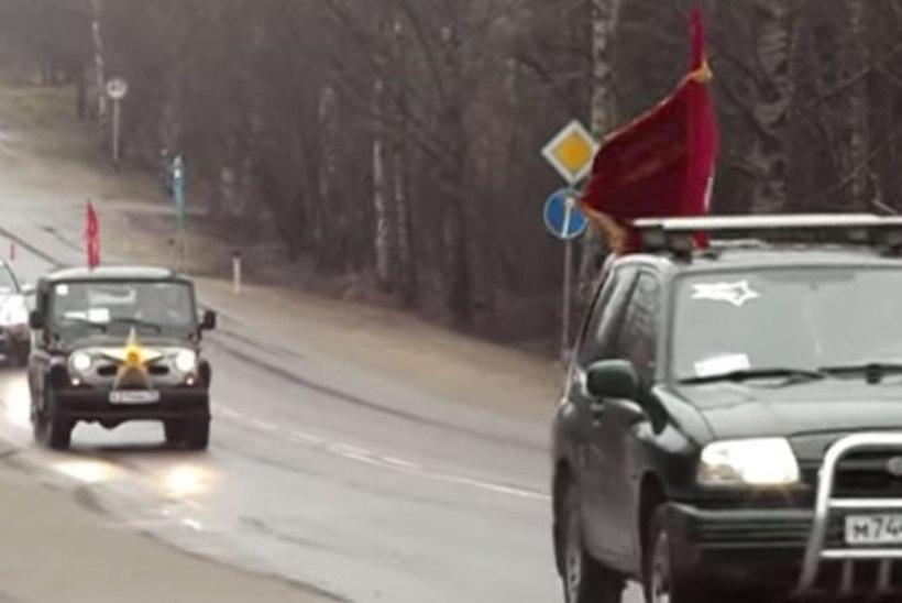 Patriootliku autosõidu piinlik lõpp: autod uppusid mutta