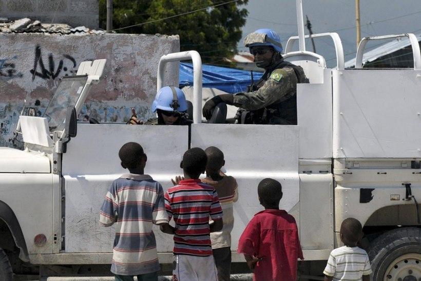 Raport: ÜRO rahuvalvajad on sõlminud seksitehinguid paarisaja haitilannaga