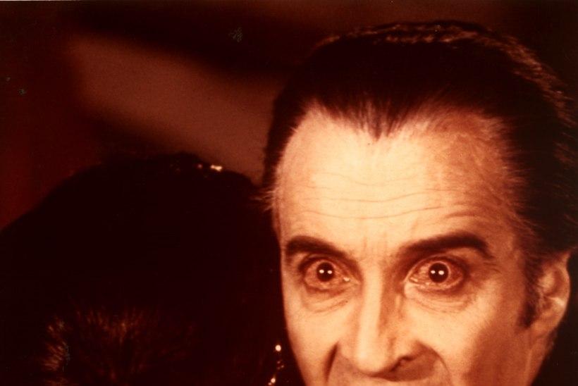 """Suri """"Dracula"""" ja """"Sõrmuste isanda"""" täht Christopher Lee"""