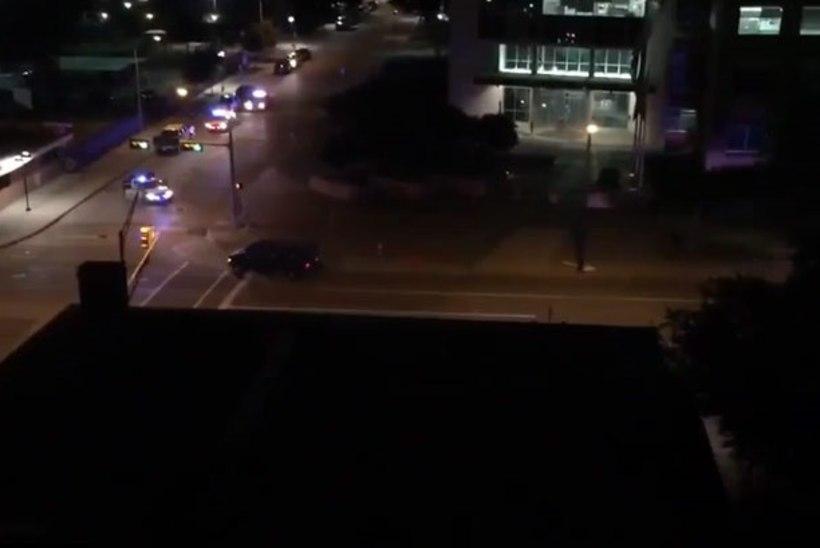 Dallases läks tulistamiseks, politsei peakorteri ette jäeti kotid lõhkekehadega