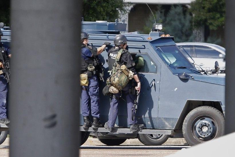 Dallase politsei peakorteri ründaja lasti läbirääkimiste käigus maha