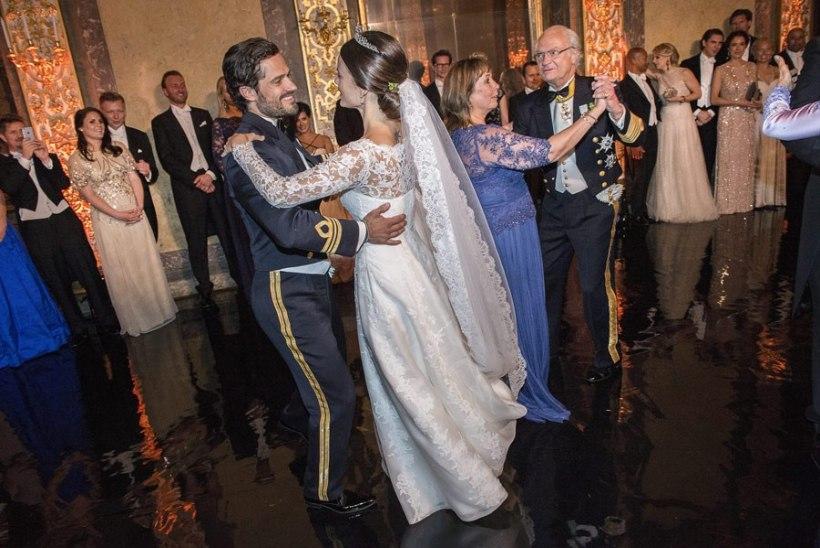 FOTOD   Vaata, kuidas kuninglik pruutpaar valssi keerutas!