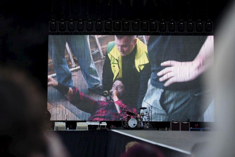 Dagmar Lamp murtud jalaga esinenud Dave Grohlist: see mees on tõeline rokikuningas!