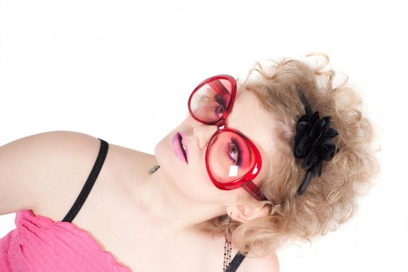 Ettevaatust roosade päikeseprillidega - need ei kaitse silmi piisavalt!