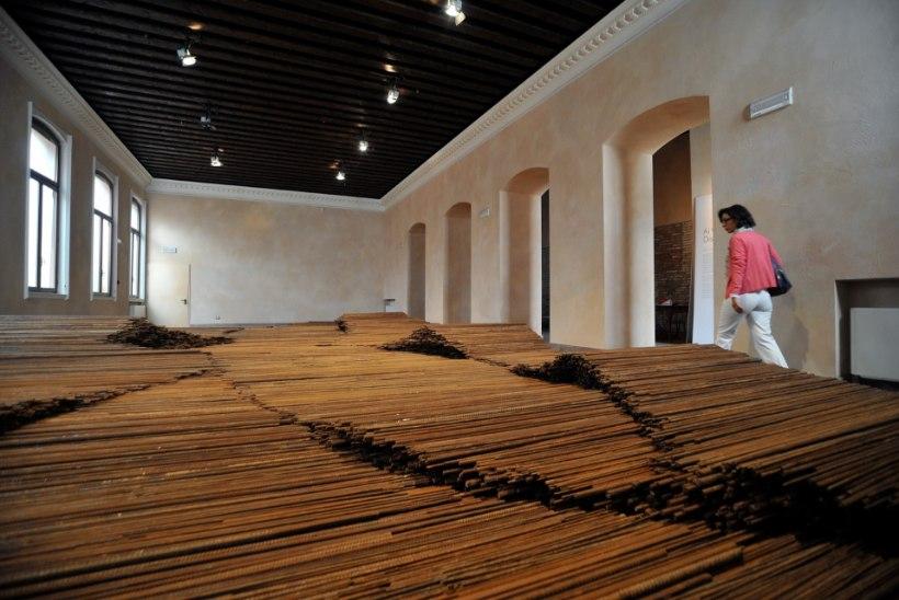 Hiina kunstnik näitab Londonis 90 tonni raskust skulptuuri
