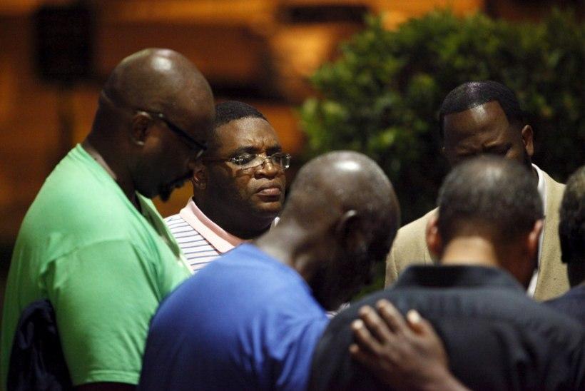 FOTOD JA VIDEO   USAs afroameeriklaste kirikus 9 inimest tapnud mees tabati