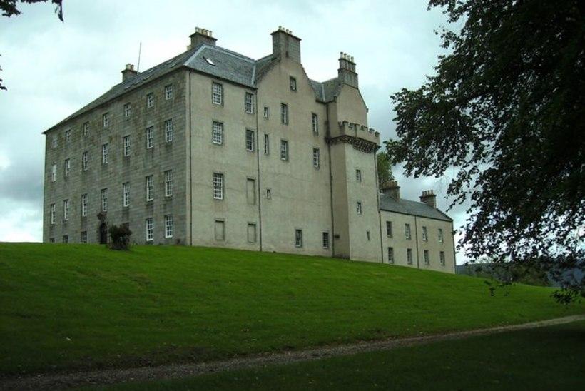 RAHA NAGU RABA: Venemaa autorikaitse ühingu esimees ostis Šotimaale lossi
