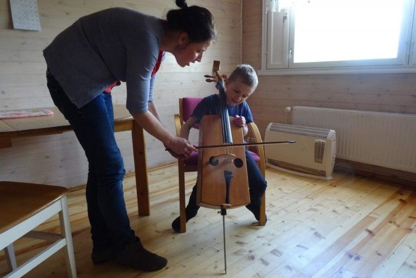 Lastefond toetab autistliku poisi muusikateraapiat
