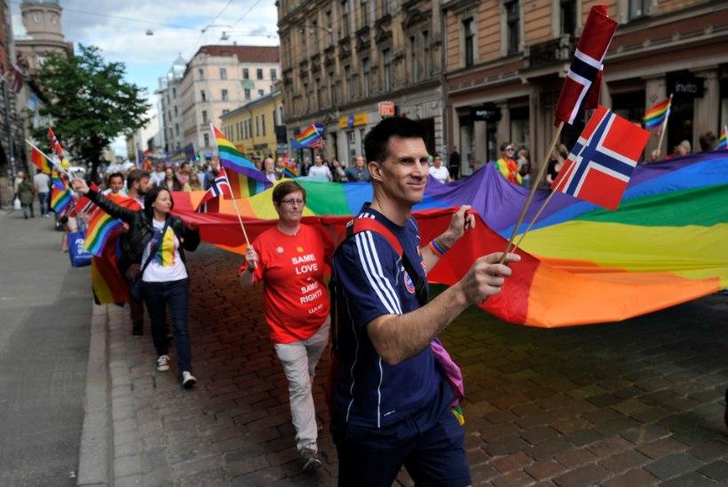 GALERII JA VIDEO | Riias marsiti seksuaalvähemuste toetuseks, kohal olid ka eestlased