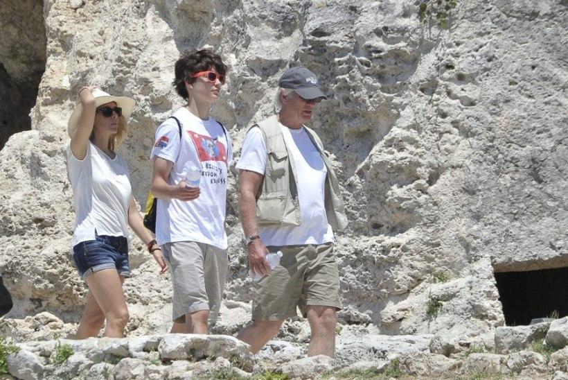 FOTOD | Richard Gere puhkab Itaalias endast poole noorema armsamaga