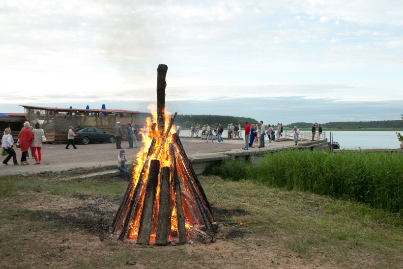 Jaanipeod vene kombe järgi: u nas segodnja prazdnik – jaanipäev i võidupüha!