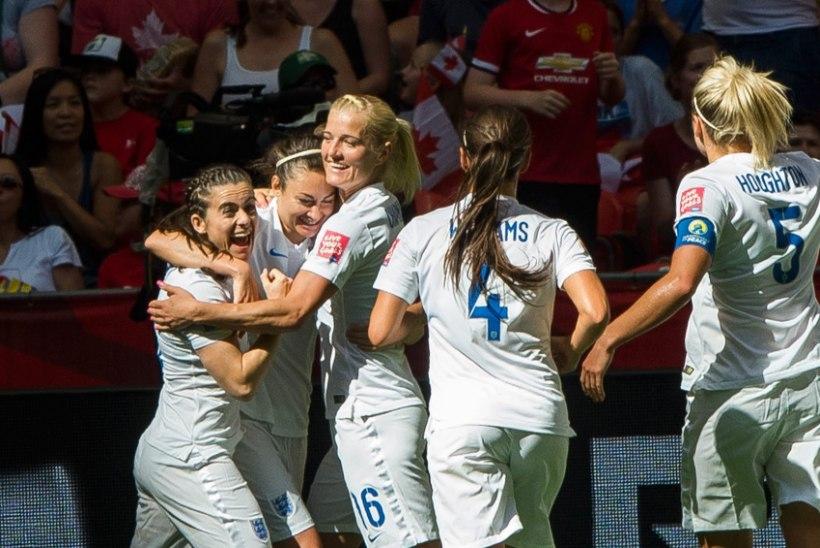 Inglismaa naised näitasid meestele ette, kuidas MMil jalgpalli mängida