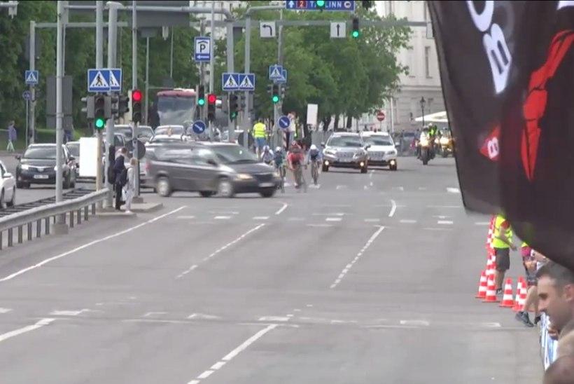 ÜLLATAV OTSUS? Politsei ei otsi võistlusel rattureid ohustanud autojuhti
