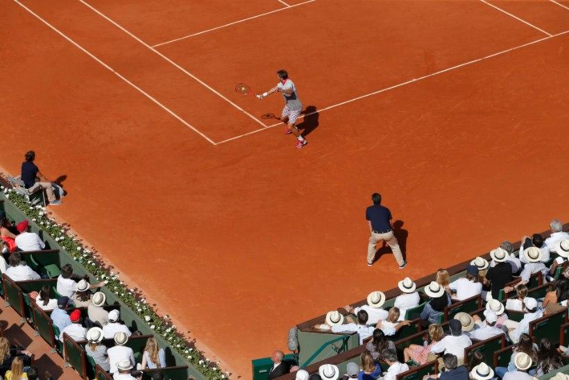 GALERII | Stanislas Wawrinka üllatas French Openi finaalis maailma esireketit