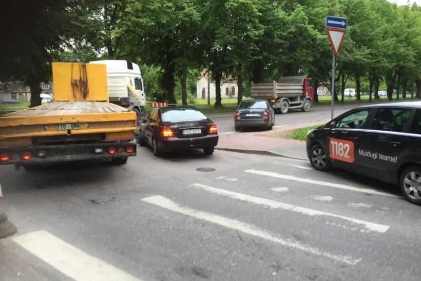 FOTOD | Tallinnas põhjustas õnnetus hommikusel tipptunnil liikluskaose