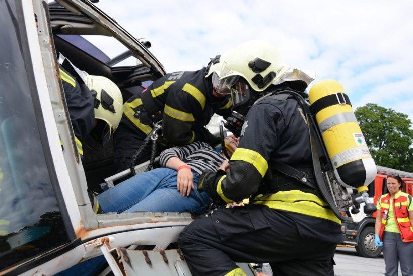 Eliitkomando 2015 on Vändra päästekomando, parimad tuletõrjesportlased Järvamaalt