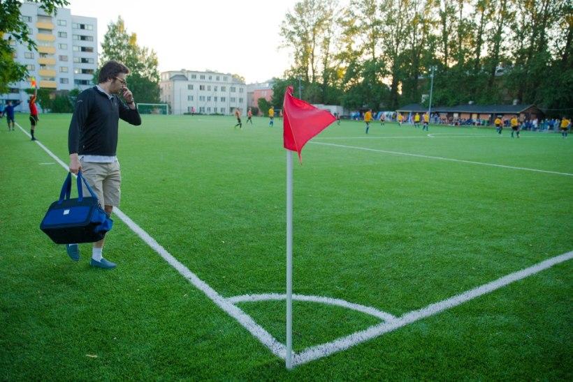 GALERII | FC Eston Villa alistas kireva kuke valvsa pilgu ja rakette süüdanud publiku silme ees FC Tartu
