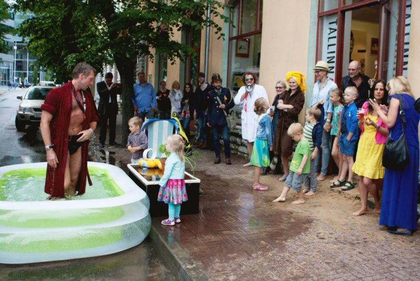 GALERII | Kunstigalerii tõi rannailma Tallinna kesklinna