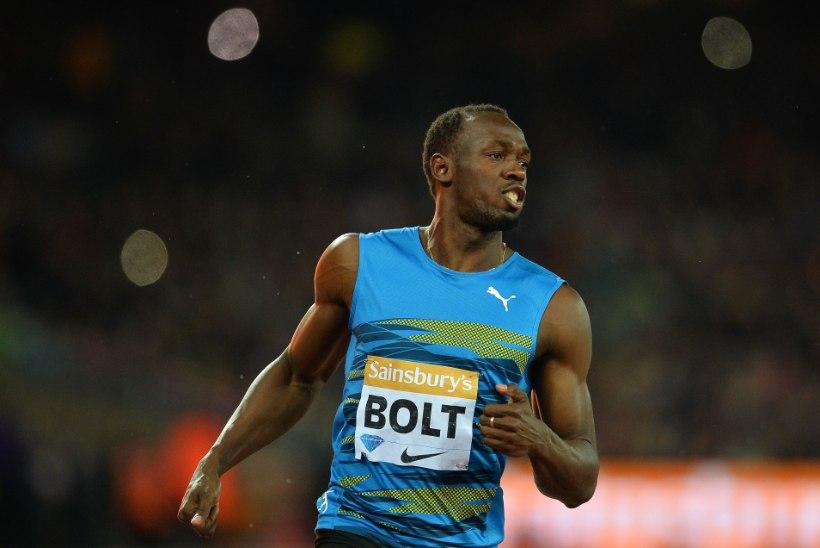 TORMIHOIATUS: Usain Bolt jooksis Londonis oma hooaja tippmargi