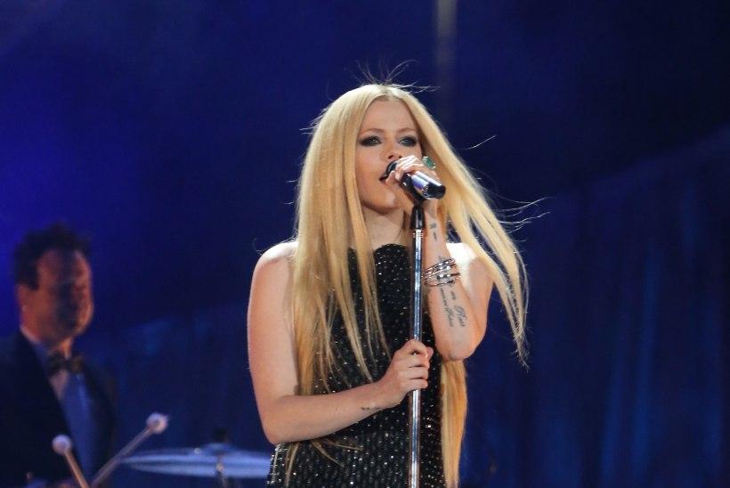 Borrelioosist taastunud Lavigne naasis lavale