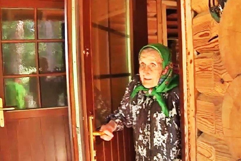 TV3 VIDEO   Kihnu Virve tänas rooside eest männakäbade looga