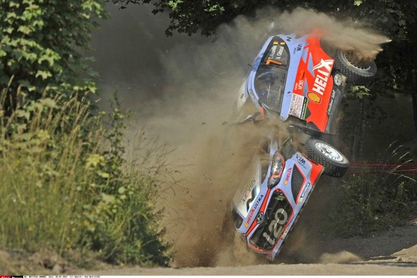 FOTOD | Ott Tänaku suur konkurent sõitis testikatsel rajalt välja