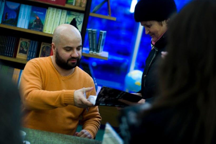 "Mihkel Raud otsustas tasuta jagada raamatut ""Musta pori näkku"""