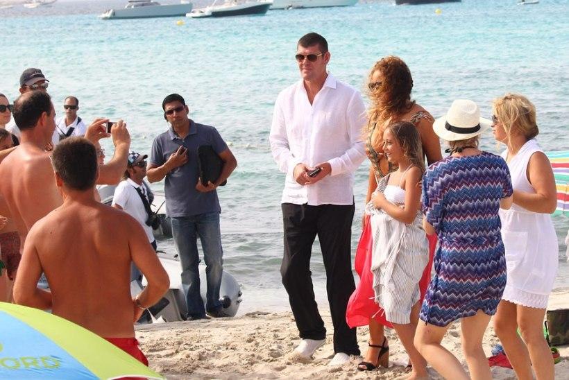 NÄDALA PAPARATSO: Justin puu otsas, Rihanna raju video võtted, Nicole ja Sienna pere keskel, kinolegendid hoos
