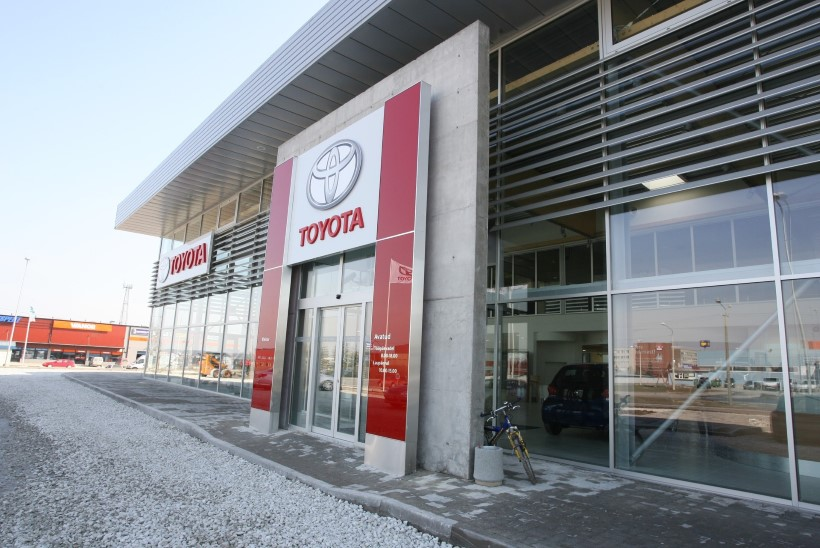 Lukksepal käed maha raiuda lubanud kasahhitar palkas ühe Eesti tuntuima advokaadi, et lahendada vaidlus Toyota esindusega