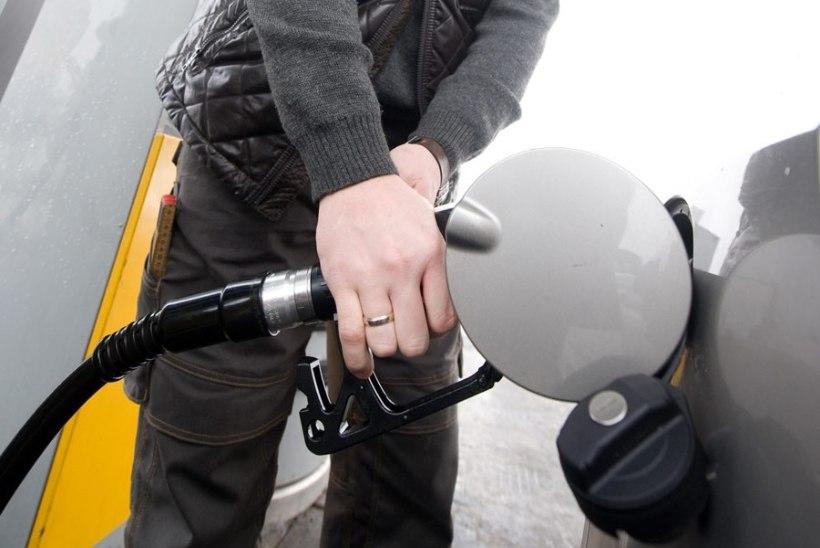 INIMLIK EKSITUS: Alexela tanklas maksis kütuseliiter 60 senti
