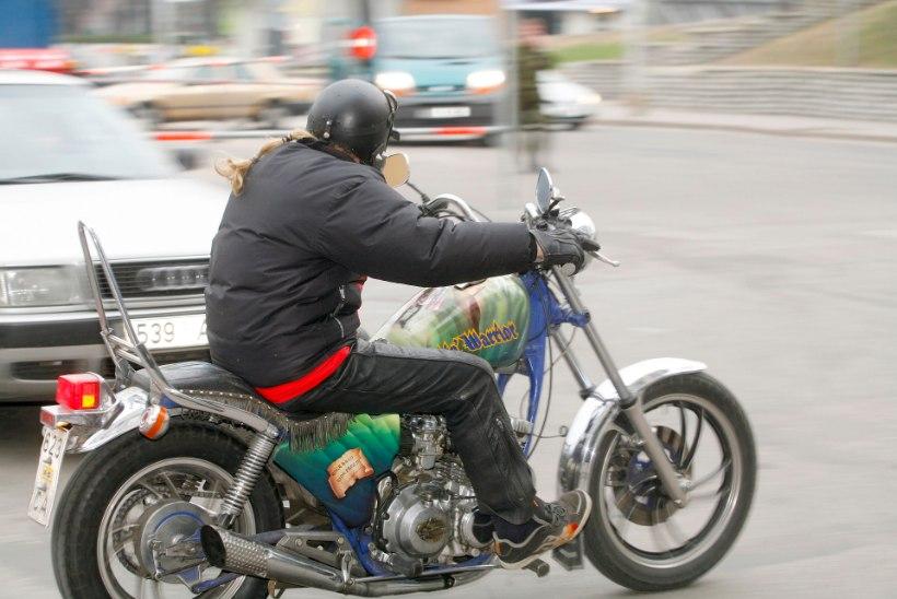 Mootorratturi profiil Eestis:  kõrgharidusega eestlasest mees, vanuses 25-49 aastat, elab Tallinnas