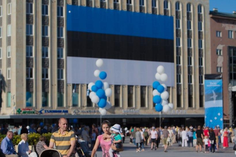 GALERII JA TV3 VIDEO | LINNAPEA ON TAGASI! Savisaar pidas Tallinnas Vabaduse väljakul kõne ja tõusis ratastoolist