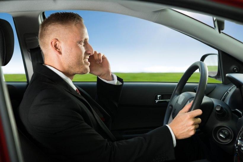 Liikluses mobiiltelefoni kasutamine on ohtlike olukordade suurim põhjustaja