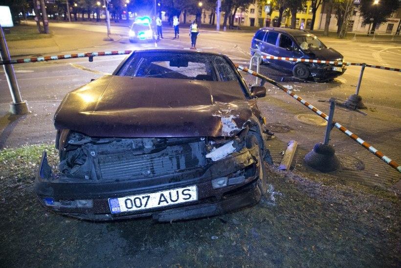 FOTOD | Tallinnas sai kahe auto kokkupõrkes viga kolm inimest