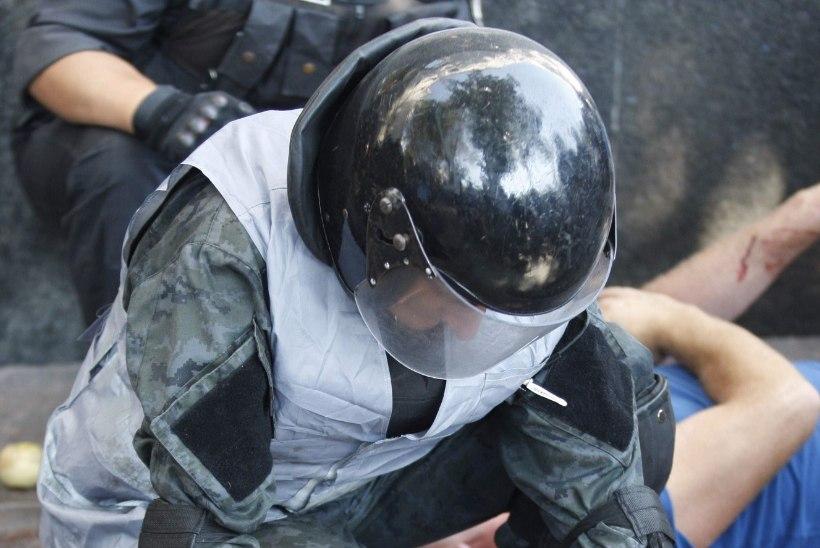 KÜMNED VIGASTATUD: Ukraina ülemraada juures algasid kokkupõrked